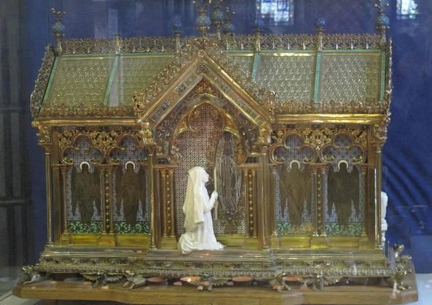 le_reliquie_della_santa_presso_il_santuario_diocesano_sant_anna_caserta